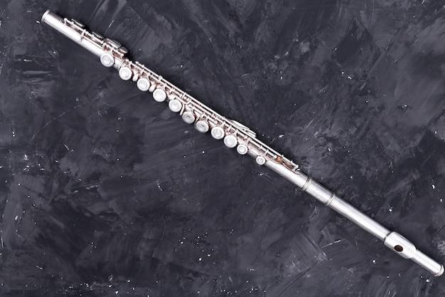 Vista dall'alto di flauto di metallo Foto Gratuite