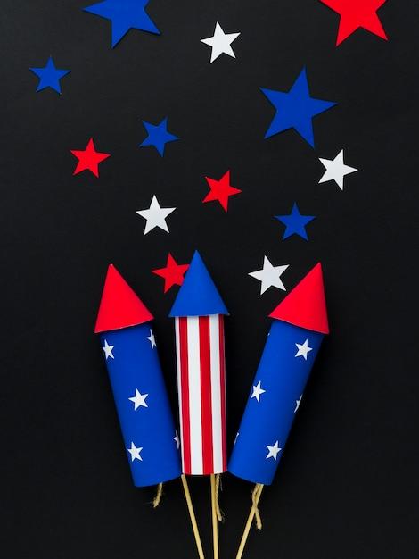 Vista dall'alto di fuochi d'artificio festa dell'indipendenza con le stelle Foto Gratuite