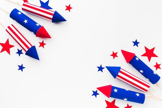 Vista dall'alto di fuochi d'artificio per la festa dell'indipendenza con le stelle Foto Gratuite
