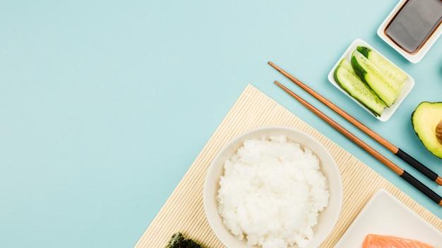 Vista dall'alto di ingredienti sushi Foto Gratuite