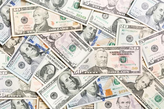 Vista dall'alto di vari dollari in contanti di fondo. banconote diverse ricchezza e concetto ricco Foto Premium