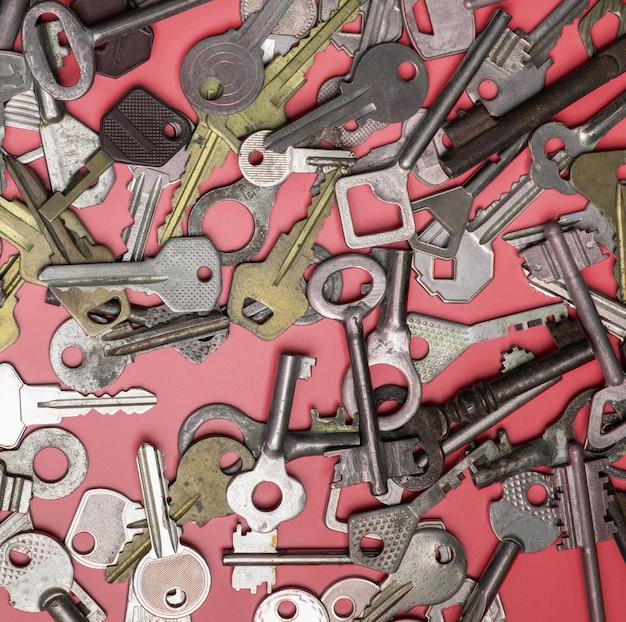 Vista dall'alto di vecchie chiavi Foto Premium