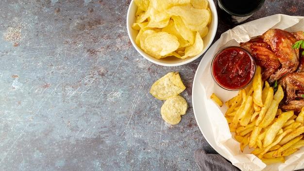 Vista dall'alto fast food con spazio di copia Foto Gratuite