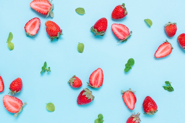 Vista dall'alto fragole biologiche e gustose Foto Gratuite