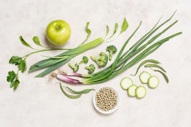 Vista dall'alto frutta e verdura biologica Foto Gratuite