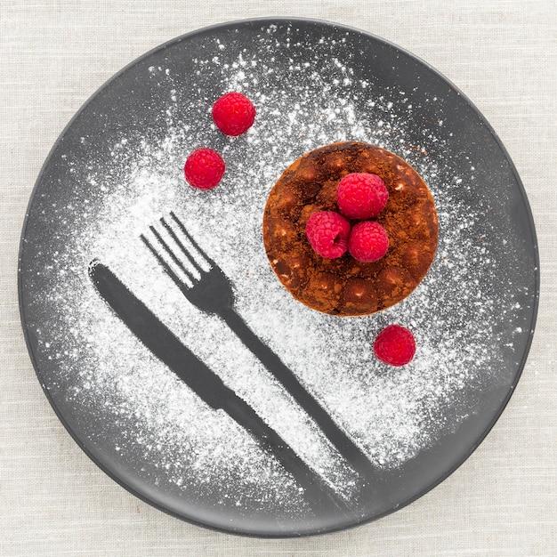 Vista dall'alto gustoso dessert pronto per essere servito Foto Gratuite