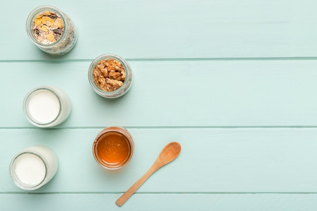Vista dall'alto ingredienti per la colazione sana Foto Gratuite