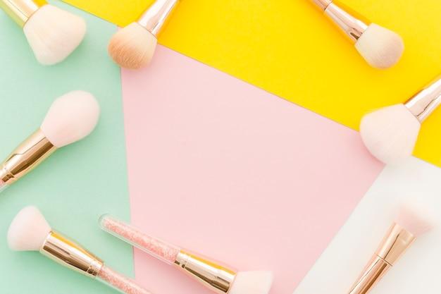 Vista dall'alto make up brushes frame Foto Gratuite