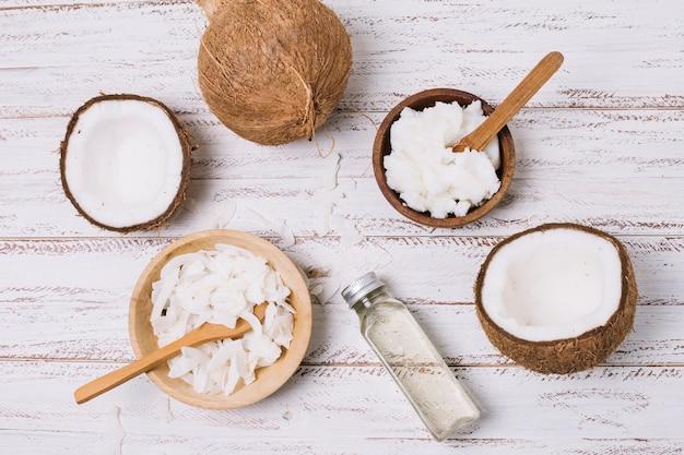 Vista dall'alto olio di cocco in ciotole Foto Gratuite