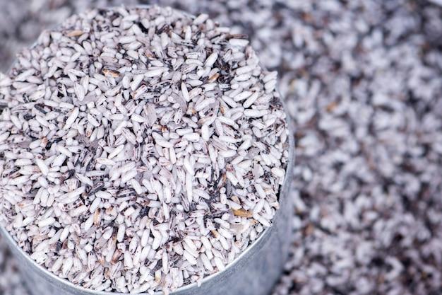 Vista dall'alto riso biologico e riceberry Foto Premium