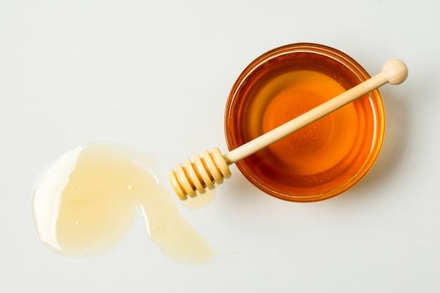 Vista dall'alto tè con macchia di miele Foto Gratuite