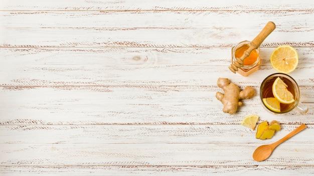 Vista dall'alto tè con miele e limone Foto Gratuite