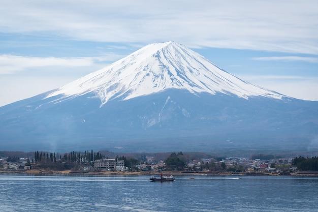Vista del lanscape fuji con un lago kawaguchiko Foto Premium