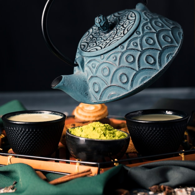 Vista del primo piano di cerimonia del tè dell'asia Foto Gratuite