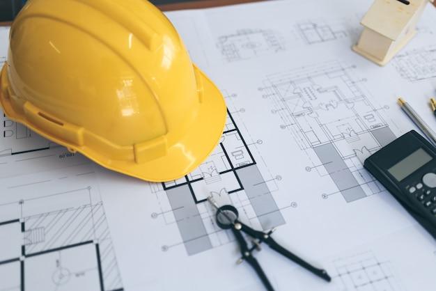 Vista dell'angolo alto dell'ingegnere architect plan e oggetto. Foto Premium