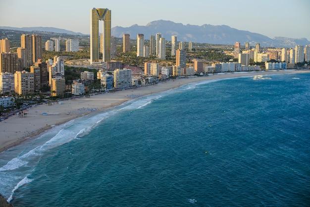 Vista della costa di benidorm Foto Premium