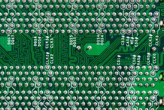 Vista dettagliata di un circuito di computer Foto Gratuite