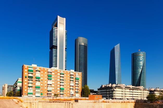 Vista di madrid con l'area commerciale cuatro torres Foto Gratuite