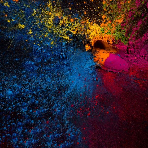 Vista elevata delle polveri colorate di holi su sfondo nero Foto Gratuite