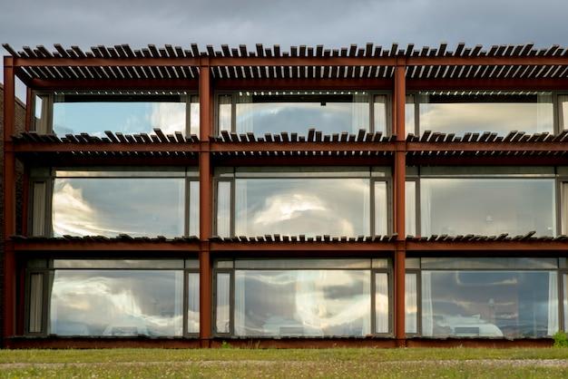 Vista esterna dell'hotel the singular, puerto natales, patagonia, cile Foto Premium
