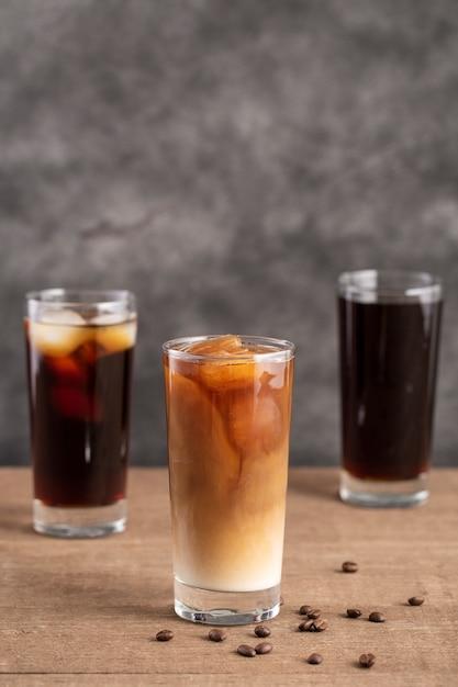 Vista frontale bicchieri di caffè freddo Foto Gratuite