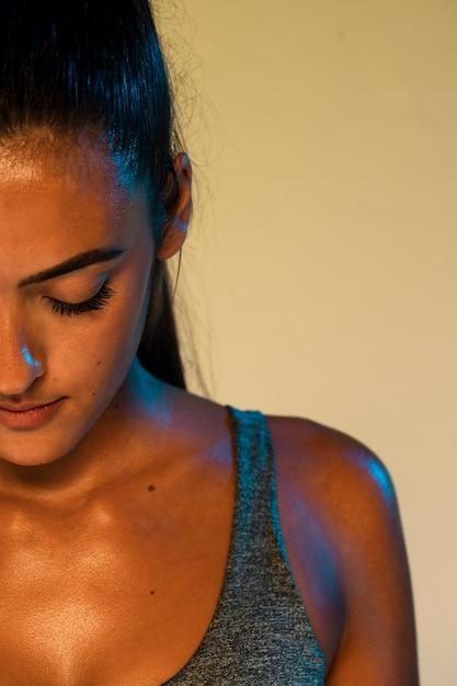 Vista frontale della donna dell'atleta del primo piano Foto Gratuite