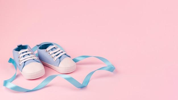 Vista frontale di scarpe per bambini Foto Gratuite