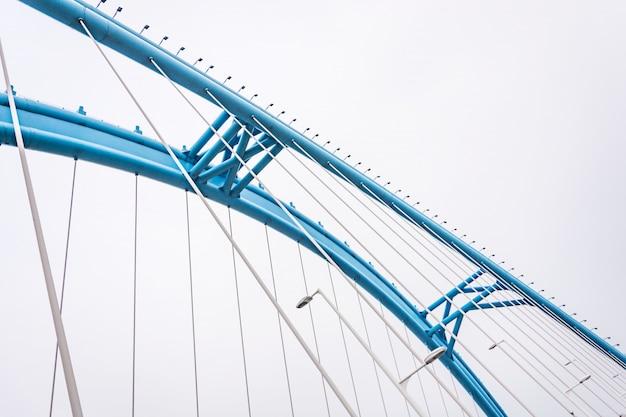Vista inferiore del ponte ad arco scaricare foto gratis for Cabina del tetto ad arco