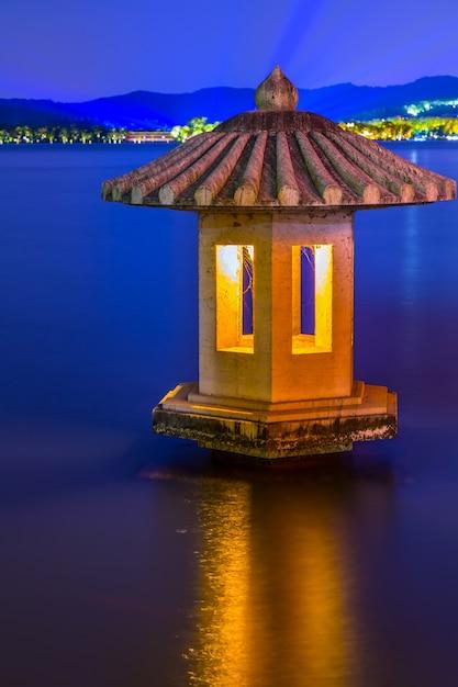 Vista notturna porto della cina barca lago tramonto Foto Gratuite