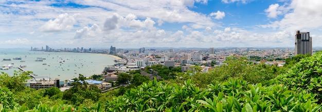 Vista panoramica del punto di vista della baia di pattaya dalla collina di pratumnak. Foto Premium