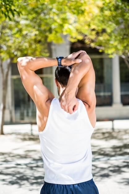 Vista posteriore dell'atleta che si estende il braccio Foto Premium