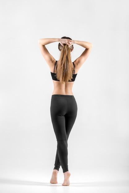 Vista posteriore della donna di misura Foto Gratuite