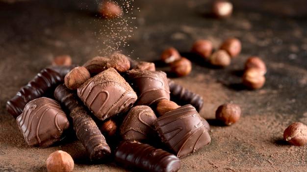 Vista ravvicinata del delizioso assortimento di cioccolato Foto Gratuite