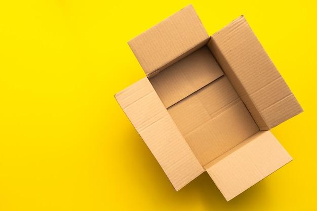 Vista superiore del contenitore di cartone marrone vuoto Foto Premium