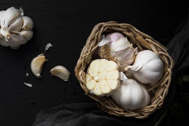 Vista superiore della merce nel carrello fresca dell'aglio Foto Gratuite