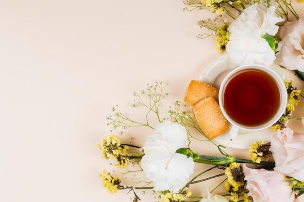 Vista superiore inglese della pasticceria e del tè Foto Gratuite