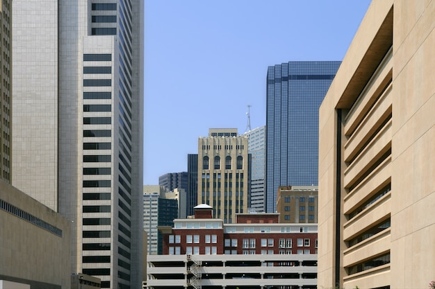 Vista urbana di bulidings della città del centro di dallas Foto Premium
