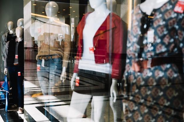 Visualizzazione del negozio di abbigliamento Foto Gratuite