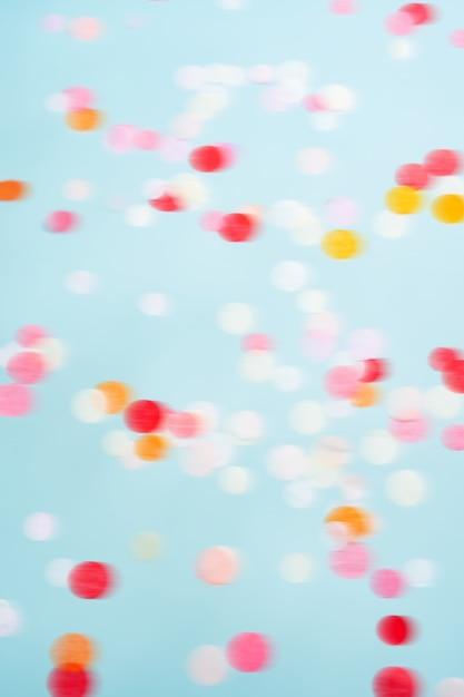 Volare in movimento coriandoli luminosi. sfondo festa festosa. Foto Premium