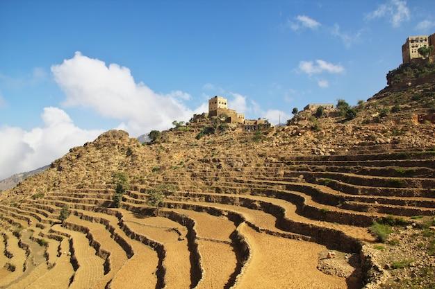 Wadi sara in montagna, yemen Foto Premium