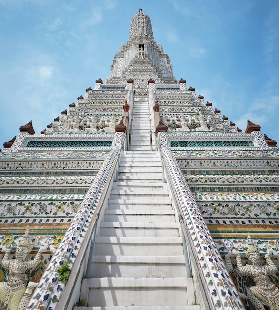 Wat arun (temple of dawn) a bangkok Foto Premium