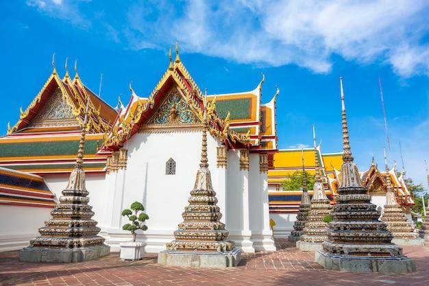 Wat pho è il più famoso tempio della thailandia per i turisti a bangkok, in tailandia Foto Premium