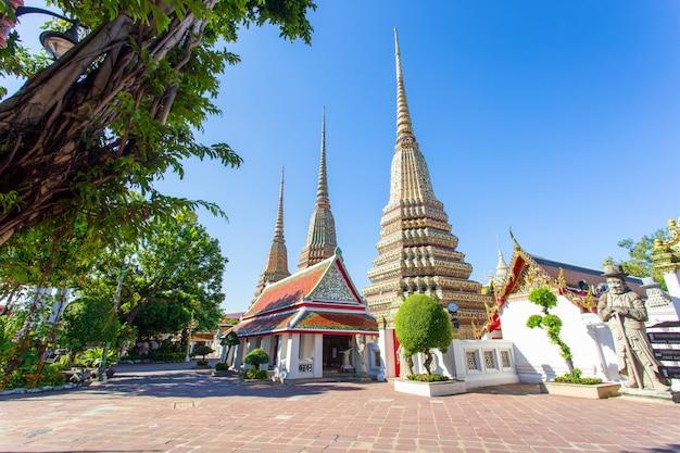 Wat pho è un tempio buddista a bangkok Foto Premium