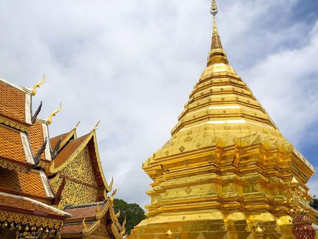 Wat phra that doi suthep è un tempio buddista e un'attrazione turistica a chiang mai, tailandia Foto Premium