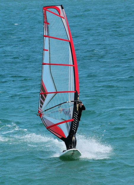 Windsurf in mare Foto Premium