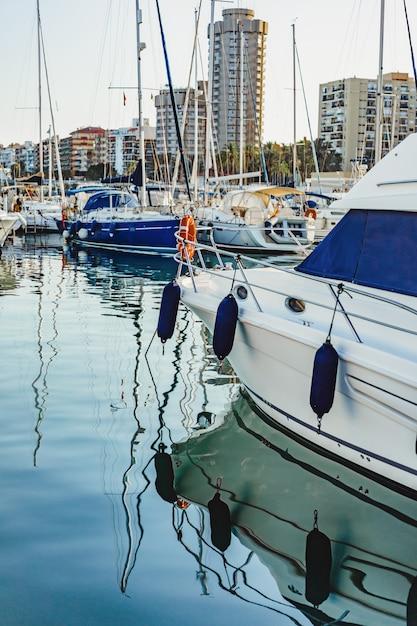 Yacht privati in porto Foto Gratuite