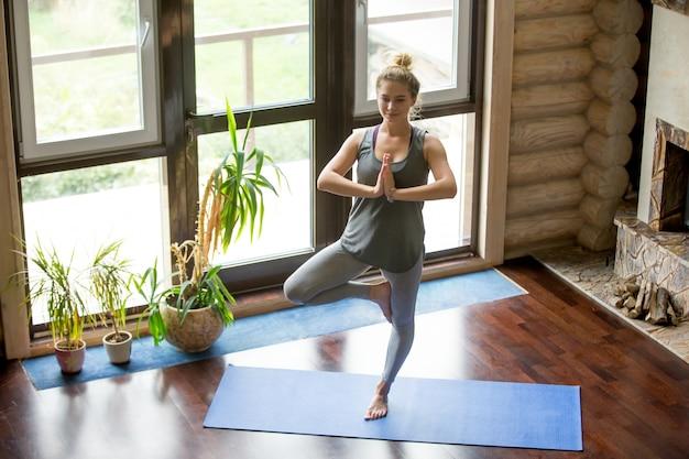 Ufficio Disegno Yoga : Yoga a casa: albero pose scaricare foto gratis