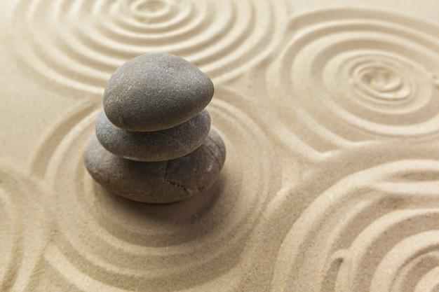 Zen giardino meditazione pietra sullo sfondo Foto Premium