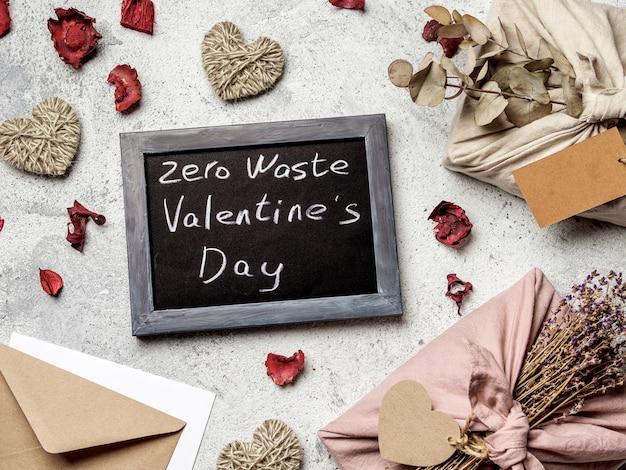Zero rifiuti concetto di san valentino. Foto Premium