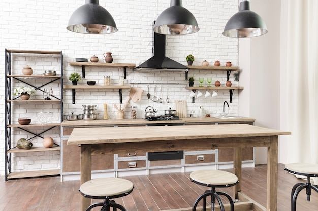 Zona cucina moderna ed elegante con isola Foto Gratuite
